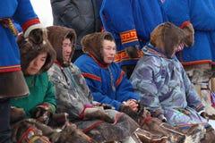 Hommes Nenets dans des vêtements nationaux Photos libres de droits