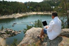 Hommes occupés des vacances Image stock