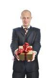Hommes offrant un cadeau d'isolement sur le fond blanc Photo libre de droits