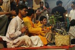 Hommes priant et chantant Photographie stock libre de droits
