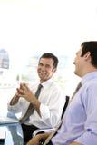 Hommes riant de la réunion d'affaires Photos stock