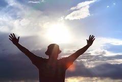 Hommes saluant le concept du soleil de la liberté Photo stock
