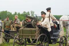 Hommes sur le chariot avec la mitrailleuse de maxime Image libre de droits