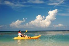 Hommes sur le kayak Photo libre de droits