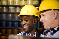 Hommes travaillant dans le système d'impression Images stock