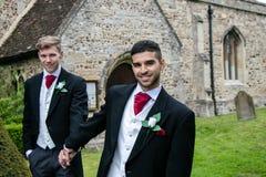 Homoseksualny ślub, fornale opuszcza wioska kościół po poślubiającego z dużymi uśmiechami i trzymający rękę Fotografia Stock
