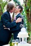 Homoseksualny ślub - Romantyczny buziak zdjęcie stock