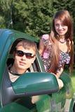 Homosexuel et fille dans le véhicule Photos libres de droits