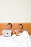 Homosexuelen in het bed Stock Foto's