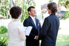 Homosexuelle Hochzeit - weiblicher Minister lizenzfreie stockbilder