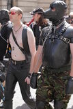 Homosexuelle Männer während der Stolzparade Stockbild