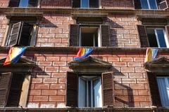Homosexuelle Markierungsfahnen in Rom Lizenzfreie Stockfotos