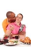 Homosexuelle Paarküche der MischEthnie Stockbild