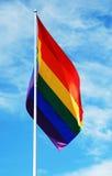 Homosexuelle Stolzmarkierungsfahne des Regenbogens Stockbilder