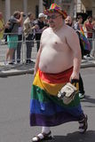 Homossexual na bandeira do arco-íris Imagem de Stock Royalty Free