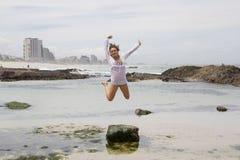 Hon älskar stranden! Royaltyfria Bilder