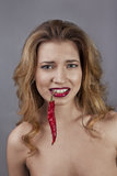 Hon är rädd av chili Royaltyfria Bilder