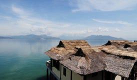 Hon Mun海岛的木平房在芽庄市,越南 免版税图库摄影