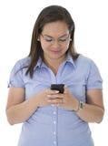 Hon svarar en textbudbärare Royaltyfria Bilder