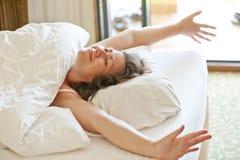 Hon vaknade upp i morgonen Fotografering för Bildbyråer
