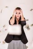 Hon var gråta och flyga runt om pengar Arkivfoton