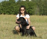 Hond en meisje Royalty-vrije Stock Foto's