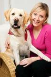 Hond met zijn mamma Stock Foto's