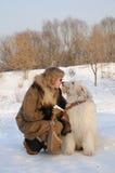 Hond van het zuiden de Russische schapen van vrouwen en van het puppy Stock Fotografie