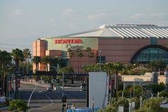 Honda Center exterior de Anaheim, Califórnia durante o fim da tarde imagem de stock royalty free