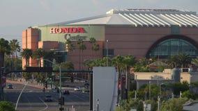 Honda Center van Anaheim, Californi? Buiten tijdens de Recente Middag stock footage