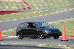 Honda Civic Si, der auf Rennen-Kurs antreibt Stockfotografie