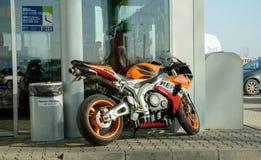 Honda GP motocykl parkujący Zdjęcia Royalty Free