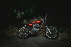 Honda rosso Jx110 con lightpainting Immagini Stock Libere da Diritti