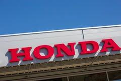 Honda wymienia z loga outside sklepem Zdjęcia Royalty Free