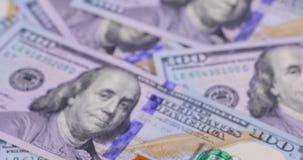 Honderd Amerikaanse dollar bankbiljetten stock videobeelden