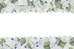 Honderd de euro achtergrond van de bankbiljettextuur De helft van de achtergrond wordt gevuld met geldrekeningen van 100 euro De  royalty-vrije stock fotografie