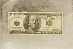 Honderd Dollar Bill Frozen in Ijs royalty-vrije stock afbeeldingen