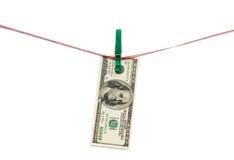 Honderd Dollars hangen op wasknijper Stock Fotografie