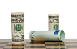 Honderd dollarsrekeningen in een schaakspel Stock Fotografie