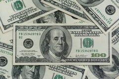 Honderd dollarsrekeningen Macrofotografie van bankbiljetten De schuif van de motiecamera royalty-vrije stock afbeelding