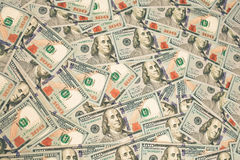 Honderd nieuwe dollarsstapel als achtergrond Stock Afbeeldingen