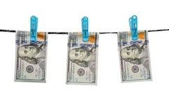 Honderd ons dollars drogen op geïsoleerd koord Royalty-vrije Stock Foto