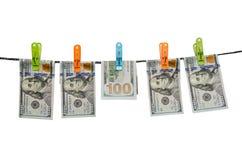 Honderd ons dollars drogen op geïsoleerd koord Royalty-vrije Stock Fotografie