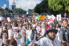 Honderden activisten tijdens Vrouwen ` s Maart Royalty-vrije Stock Foto's