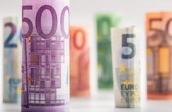 Honderden euro die bankbiljetten door waarde worden gestapeld Euro geldconcept Broodjes Euro bankbiljetten Euro munt Royalty-vrije Stock Afbeelding