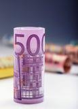 Honderden euro die bankbiljetten door waarde worden gestapeld Euro geldconcept Broodjes Euro bankbiljetten Euro munt Stock Foto's