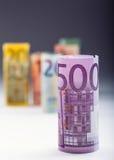 Honderden euro die bankbiljetten door waarde worden gestapeld Euro geldconcept Broodjes Euro bankbiljetten Euro munt Royalty-vrije Stock Fotografie