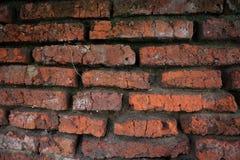 Honderden jaren oude rode bakstenen muren zijn nog intact en duurzaam stock foto