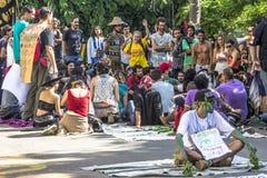 Honderden mensen protesteren voor het openen van Augusta Park royalty-vrije stock fotografie