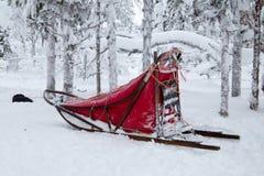 Hondslee in sneeuw stock fotografie